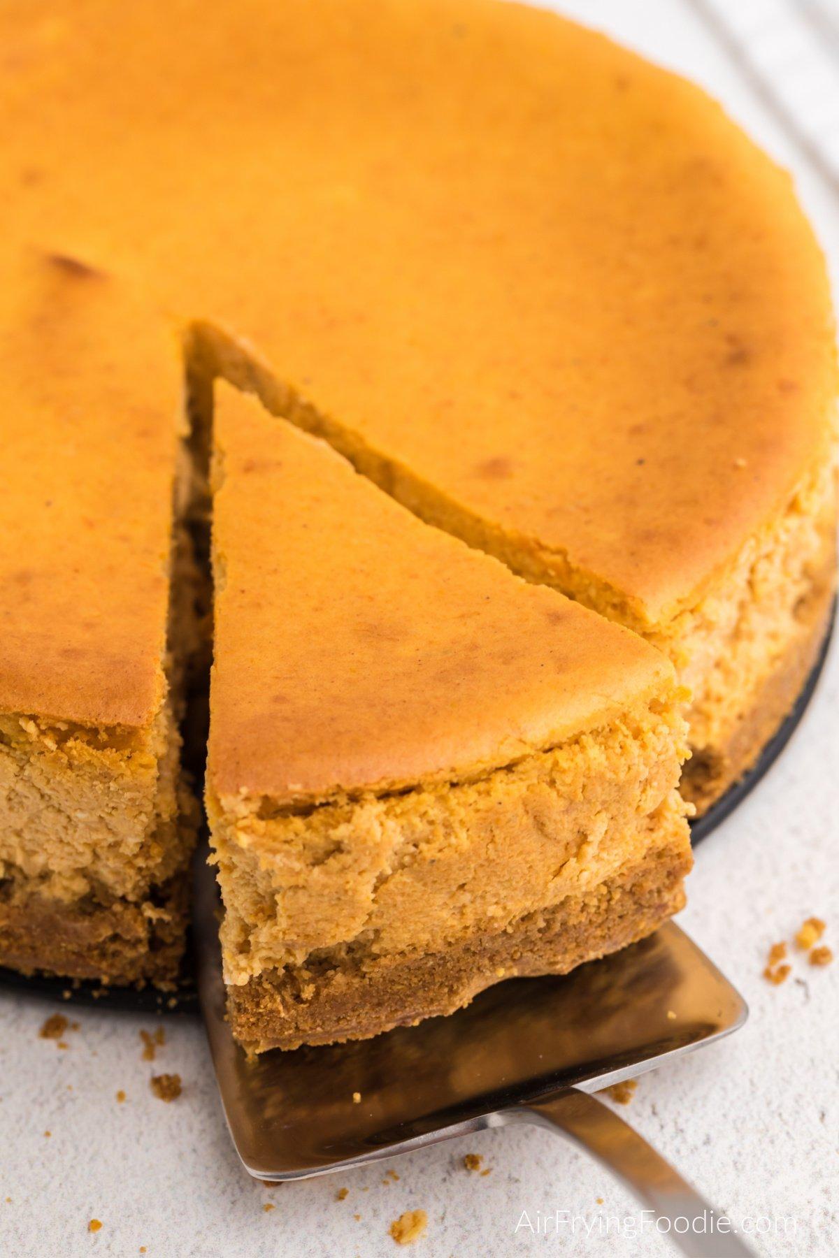 Slicing the pumpkin cheesecake to serve.